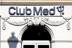 <p>Le groupe de loisirs Club Méditerranée a publié jeudi des résultats semestriels en hausse et fait état d'une progression de 3,5% de ses réservations d'été malgré un ralentissement ces dernières semaines. /Photo d'archives/REUTERS/Charles Platiau</p>