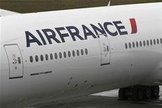 <p>Air France-KLM a fait état jeudi d'un repli de 0,2% de son trafic passagers en mai, pour des capacités diminuées de 1,4%, et d'une chute de 8,8% de son trafic cargo, bien supérieures à la baisse de 3,9% des capacités. /Photo d'archives/REUTERS/Marcus R Donner</p>