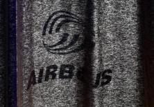 <p>Airbus a annoncé jeudi avoir reçu 132 commandes nettes sur les cinq premiers mois de l'année, un chiffre en nette hausse par rapport à la période correspondante de l'an dernier grâce entre autres à la signature d'un important contrat avec le loueur américain Air Lease Corp (ALC). /Photo d'archives/REUTERS/Christian Charisius</p>