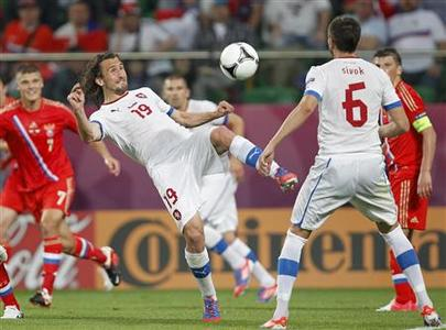 Czech Republic's Petr Jiracek (C) controls the ball in front of team mate Czech Republic's Tomas Sivok during their Group A Euro 2012 soccer match against Russia at the city stadium in Wroclaw June 8, 2012. REUTERS/Kacper Pempel