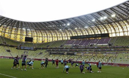 Spain's football players attend a training session during the Euro 2012 at PGE arena stadium in Gdansk June 9, 2012. REUTERS/Tony Gentile