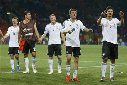 Germany's players celebrate their victory at the end of their Group B Euro 2012 soccer match against Netherlands at the Metalist stadium in Kharkiv, June 13, 2012. REUTERS/Michael Buholzer