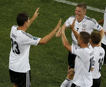 Germany's Mario Gomez (L) celebrates with team mates after scoring against Netherlands during their Group B Euro 2012 soccer match at the Metalist stadium in Kharkiv June 13, 2012.