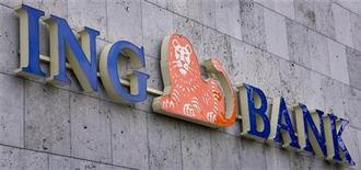<p>Moody's Investors Service a abaissé la note de cinq banques néerlandaises, faisant reculer de deux crans celle de Rabobank Nederland, ING, ABN Amro et LeasePlan et abaissant d'un seul cran SNS Bank, tout en soulignant qu'une sortie de la Grèce de la zone euro entraînerait de nouveaux déclassements. /Photo d'archives/REUTERS/Michael Kooren</p>