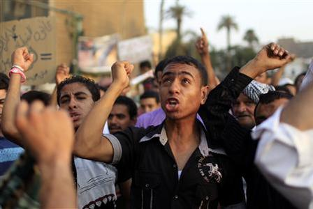Protesters take part in a demonstration at Tahrir square in Cairo June 15, 2012. REUTERS/Ahmed Jadallah