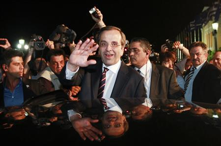 Leader of conservative New Democracy party Antonis Samaras waves to supporters after his statement on the election results in Athens June 17, 2012. REUTERS/John Kolesidis