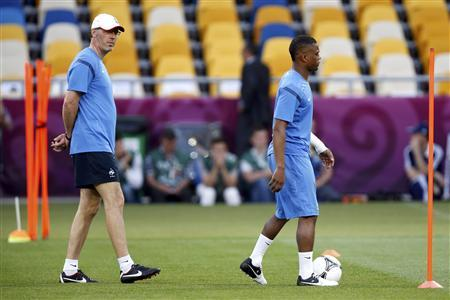 France's coach Laurent Blanc (L) watches Patrice Evra (R) during a training session ahead of their Euro 2012 match against Sweden at the Olympic stadium in Kiev, June 18, 2012. REUTERS/Charles Platiau