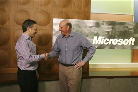 Yammer CEO David Sacks (L) and Microsoft CEO Steve Ballmer shake hands after announcing Microsoft will acquire Yammer for $1.2 billion cash in San Francisco, June 25, 2012. REUTERS/Lou Dematteis/Microsoft/Handout