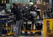 <p>Quatre usines automobiles européennes sur dix - sur la centaine qu'héberge le continent - souffrent actuellement de surcapacités, notamment en Italie et en France, selon une étude du cabinet de conseil Alix Partners. /Photo prise le 23 mai 2012/REUTERS/Albert Gea</p>