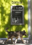 <p>La Commission européenne a donné mercredi provisoirement son feu vert à Madrid pour aider Bankia et lui a demandé de présenter un plan de restructuration pour la banque d'ici six mois. /Photo prise le 25 juin 2012/REUTERS/Andrea Comas</p>