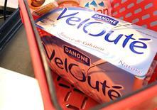 <p>Danone a porté sa participation dans le groupe marocain Centrale laitière à 67%, représentant un investissement de 550 millions d'euros. /Photo d'archives/REUTERS</p>