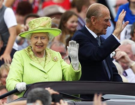 Britain's Queen Elizabeth waves to members of the public as she and her husband Prince Philip drive through the Stormont estate during a Diamond Jubilee event in Belfast, Northern Ireland June 27, 2012. REUTERS/David Moir