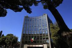 <p>Le siège de Finmeccanica à Rome. Le groupe italien de défense devrait réaliser au moins une de ses cessions d'actifs prévues dans l'énergie et le transport d'ici à la fin de l'année, selon des sources industrielles. /Photo prise le 3 mai 2012/REUTERS/Max Rossi</p>
