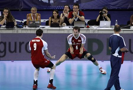 Bartosz Kurek (C) of Poland celebrates a point with his teammate Zbigniew Bartman during their FIVB World League final men's volleyball match against the U.S. at Arena Armeec hall in Sofia July 8, 2012. REUTERS/Stoyan Nenov