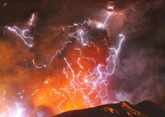 Volcanic lightning or a dirty thunderstorm is seen above Shinmoedake peak as it erupts, between Miyazaki and Kagoshima prefectures, in Japan, January 28, 2011. REUTERS-Minami-Nippon Shimbun