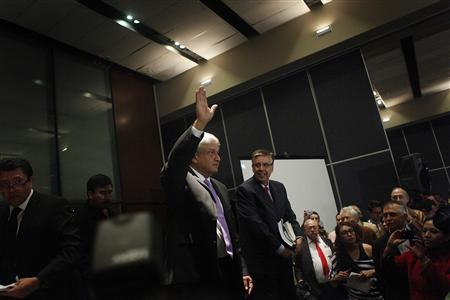 Andres Manuel Lopez Obrador (C), presidential candidate for the Party of the Democratic Revolution (PRD), waves after a news conference in Mexico city July 12, 2012. REUTERS/Edgard Garrido