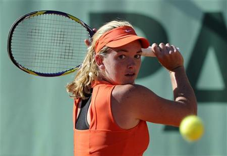 Coco Vandeweghe of the U.S. returns the ball to Maria Kirilenko of Russia during the French Open tennis tournament at the Roland Garros stadium in Paris May 23, 2011. REUTERS/Gonzalo Fuentes