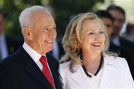 Israel's President Shimon Peres (L) stands with U.S. Secretary of State Hillary Clinton before their meeting in Jerusalem July 16, 2012. REUTERS/Ronen Zvulun