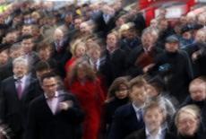 <p>Quelque 87.000 emplois salariés marchands seront détruits cette année en France et plus de 30.000 l'an prochain, poussant le taux de chômage à 10,5% de la population active fin 2013 en métropole, selon l'institut d'études Coe-Rexecode. /Photo d'archives/REUTERS/Chris Helgren</p>