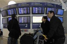 <p>Aéroports de Paris a enregistré en juin une hausse de 1,0 % de son trafic, avec 8 millions de passagers accueillis, dont 5,5 millions à Paris-Charles de Gaulle (+2,3%) et 2,4 millions à Paris-Orly (-1,7%). /Photo d'archives/REUTERS/Gonzalo Fuentes</p>