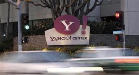 <p>Yahoo, qui tente de repartir de l'avant en s'étant choisi lundi un nouveau chef tout droit venu de Google, a publié mardi un chiffre d'affaires stagnant et un bénéfice en petite baisse au deuxième trimestre. /Photo d'archives/REUTERS/Mario Anzuoni</p>