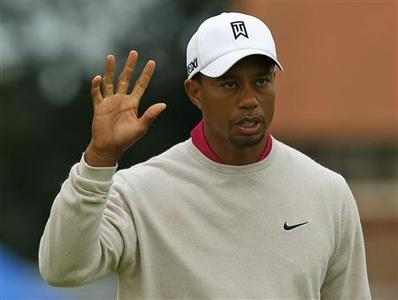 Tiger Woods of the U.S. acknowledges the crowd after making his birdie putt on the first green during the first round of the British Open golf championship at Royal Lytham & St Annes, northern England July 19, 2012. REUTERS/Brian Snyder