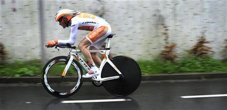 Team Euskaltel rider Samuel Sanchez of Spain takes part in an 18.9 km (11.8 mile) time trial on the final day of the Vuelta Al Pais Vasco (Tour Of The Basque Country) cycling race in Onati April 7, 2012. REUTERS/Vincent West