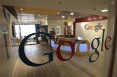 <p>L'Union européenne cherche à obtenir des concessions de Google qui puissent être appliquées au niveau mondial afin de régler à l'amiable une enquête pour abus de position dominante. /Photo d'archives/REUTERS/Baz Ratner</p>