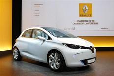 <p>Correction officielle. Renault a confirmé mercredi soir que la commercialisation de son véhicule électrique Zoé aurait bien lieu fin 2012. /Photo prise le 10 février 2011/REUTERS/Benoît Tessier</p>