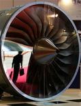 <p>Rolls-Royce enregistre une hausse de 7% de son bénéfice semestriel, supérieure aux attentes. Le deuxième fabricant de moteurs d'avions derrière General Electric tire parti de la nécessité pour les compagnies aériennes de renouveler leur flotte avec des appareils moins gourmands en kérosène. /Photo d'archives/REUTERS</p>