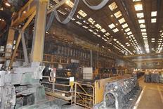<p>Les résultats de Vallourec sont en baisse au deuxième trimestre et le producteur de tubes sans soudure en acier n'a pas confirmé son objectif de croissance d'environ 5% de son chiffre d'affaires pour 2012 dans un contexte d'absence de reprise de ses marchés hors pétrole et gaz. /Photo d'archives/REUTERS/Charles Platiau</p>