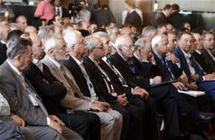 <p>إعضاء من المعارضة السورية خلال اجتماع في القاهرة يوم 2 يوليو تموز 2012 - رويترز</p>
