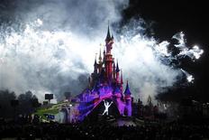 <p>Euro Disney a annoncé mardi une hausse de son chiffre d'affaires au troisième trimestre de son exercice 2011-2012 en raison d'une augmentation des dépenses des visiteurs et de la fréquentation des deux parcs à thème. /Photo prise le 31 mars 2012/REUTERS/Benoît Tessier</p>