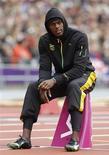 <p>Usain Bolt, l'homme le plus rapide du monde, n'hésitera pas à jouer les contrebandiers pour pouvoir entrer au stade olympique de Londres avec sa corde à sauter, qu'un responsable trop zélé lui a confisquée dimanche soir avant son triomphe en finale du 100 m. /Photo prise le 7 août 2012/REUTERS/Phil Noble</p>