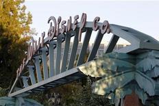 <p>Les bénéfices de Walt Disney ont progressé de près d'un tiers au cours du troisième trimestre de son exercice décalé, à la faveur d'une hausse des ventes dans ses parcs d'attraction et du succès du film The Avengers. /Photo d'archives/REUTERS/Fred Prouser</p>