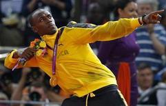 <p>Foto del sábado del atleta jamaiquino Usain Bolt celebrando tras ganar el oro en la posta de los 4x100 metros en los Juegos de Londres. Ago 11, 2012. REUTERS/Phil Noble</p>