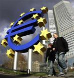 <p>Tout rachat de dette souveraine par la Banque centrale européenne (BCE) devra s'accompagner, de la part des pays concernés, d'engagements clairs en matière de réformes structurelles et budgétaires, a dit à Reuters le ministre allemand de l'Economie. /Photo d'archives/REUTERS/Kai Pfaffenbach</p>