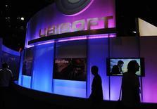 <p>Ubisoft, à suivre à la mi-séance à la Bourse de Paris où le CAC 40 cède 0,15% à 3.444,12 points à 12h46. L'éditeur de jeux vidéo, avec un gain de 2,87%, s'inscrit parmi les plus fortes hausses du SBF 120, après l'annonce mercredi du lancement de trois jeux en ligne lors du salon Gamescom 2012 de Cologne. /Photo d'archives/REUTERS/Phil McCarten</p>