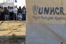 <p>سوريون يؤدون صلاة عيد الفطر في مخيم للاجئين بالاردن يوم 19 اغسطس اب 2012. تصوير: محمد حامد - رويترز</p>