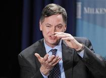 <p>Charles Evans, le président de la Fed de Chicago, a déclaré que la Réserve fédérale américaine devrait lancer immédiatement un nouveau cycle d'assouplissement de sa politique monétaire consistant à racheter des obligations aussi longtemps qu'il le faudra pour assurer une baisse régulière du taux de chômage. /Photo prise le 1er mai 2012/REUTERS/Danny Moloshok</p>
