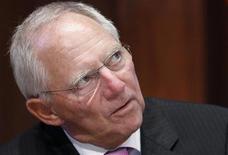 <p>Le ministre des Finances allemand, Wolfgang Schäuble, s'est dit mercredi convaincu que la zone euro compterait toujours 17 membres l'an prochain, renforçant ainsi le sentiment que Berlin n'entend pas en voir la Grèce écartée. /Photo prise le 3 septembre 2012/REUTERS/Vincent Kessler</p>