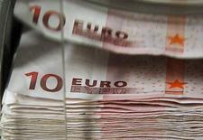 <p>Le gouvernement n'a pas encore arrêté l'estimation de croissance économique qui figurera dans le budget 2013, selon les services du Premier ministre, Jean-Marc Ayrault. La porte-parole du gouvernement avait auparavant déclaré qu'une révision de la prévision actuelle (+1,2%) n'était pas à l'ordre du jour. /Photo d'archives/REUTERS/Thierry Roge</p>
