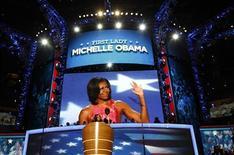 <p>Le discours de Michelle Obama lors de la convention démocrate a emballé les réseaux sociaux, dopant la cote de son mari sur internet à deux mois de l'élection présidentielle américaine du 6 novembre. Selon Twitter, 28.000 tweets étaient rédigés à la minute à la fin de son discours, soit le double que ce qu'avait obtenu son rival Mitt Romney, et plus de quatre fois le score de son épouse Ann. /Photo prise le 4 septembre 2012/REUTERS/Jim Young</p>