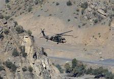 <p>طائرة هليكوبتر تركية  تقلع  من قاعدة بالقرب من الحدود العراقية. تصوير: عثمان أورسال - رويترز</p>