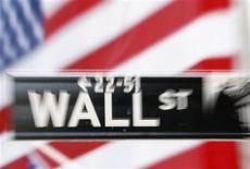 <p>Les marchés américains ont ouvert stables ou en légère hausse vendredi après la publication de données sur l'emploi aux Etats-Unis nettement inférieures aux attentes pour le mois d'août. Dans les premiers échanges, le Dow Jones est stable (+0,20%). Le Standard & Poor's gagne 0,36%, tandis que le Nasdaq avance de 0,02%. /Photo d'archives/REUTERS</p>