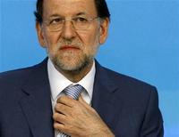 <p>Le président du gouvernement espagnol Mariano Rajoy. Le président de la BCE Mario Draghi a livré le mode d'emploi pour sortir la zone euro de la crise, au grand soulagement des marchés financiers, mais la balle est maintenant dans le camp de Madrid qui va devoir ravaler son amour-propre et se résoudre à demander officiellement de l'aide. /Photo prise le 3 septembre 2012/REUTERS/Paul Hanna</p>