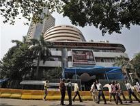 <p>La Bourse de Bombay a atteint lundi son plus haut niveau depuis 14 mois, emmenée par les valeurs de la distribution et du transport aérien, trois jours après l'annonce par le gouvernement d'une série de réformes ouvrant ces deux secteurs aux investisseurs étrangers. /Photo d'archives/REUTERS/Danish Siddiqui</p>