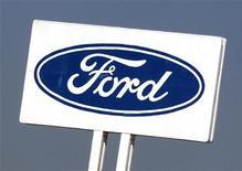 """<p>Ford prévoit """"quelques centaines"""" de départs volontaires en Europe pour réduire ses coûts et faire face à la baisse de ses ventes sur le continent. /Photo prise le 5 septembre 2012/REUTERS/Heino Kalis</p>"""