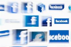 <p>La Commission nationale de l'informatique et des libertés (CNIL) a annoncé poursuivre son enquête afin de déterminer si des utilisateurs français de Facebook ont réellement été victimes d'un bug du réseau social qui se serait traduit par la publication de messages privés. /Photo d'archives/REUTERS/Valentin Flauraud</p>