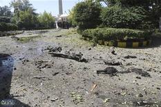 <p>اثار تفجيرين استهدفا مبنى عسكريا في دمشق يوم الاربعاء - صورة لرويترز من سانا (تستخدم في الاغراض التحريرية فقط ويحظر بيعها للاستخدام في حملات الدعاية او التسويق)</p>